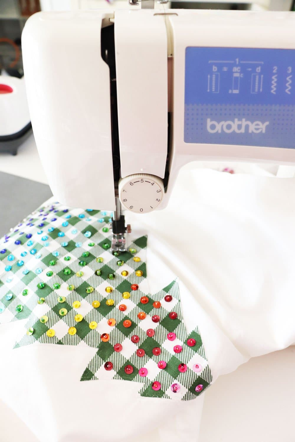 attach tree to pillow cover using sewing machine