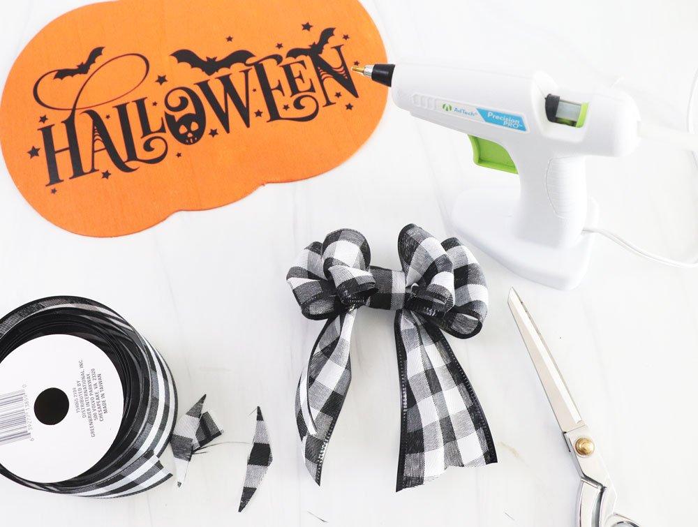 make bow with hot glue gun