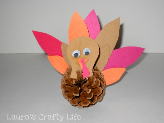 finished pine cone turkey